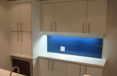 Backpainted-glass-backsplash-blue
