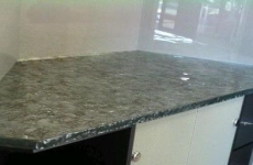 Gravity_Glass_countertop