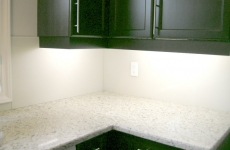 white-back-painted-glass-backsplash1