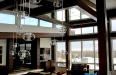 Mirrored-ceiling-with-mirrored-fireplace