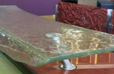 Gravity_Glass_Raised_countertop