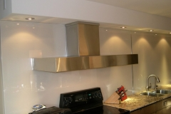white-back-painted-glass-backsplash21