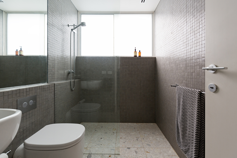 Why Choose Frameless Glass Shower Doors - House of Mirrors and Glass - Mirrors and Glass Store - Featured Image