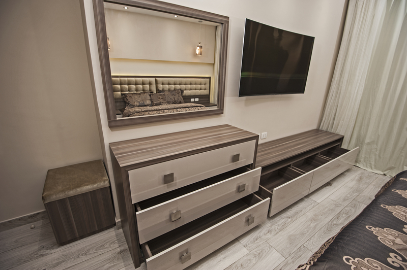 Using Mirrors for Decorating - House of Mirrors - Mirrors and Glass Shop - Featured Image